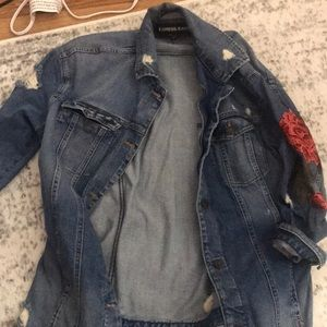 Jean jacket distressed with rose detail
